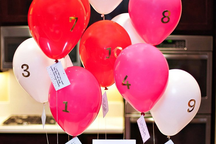 """10 Things I Love About You"" Valentine's Day Balloons"