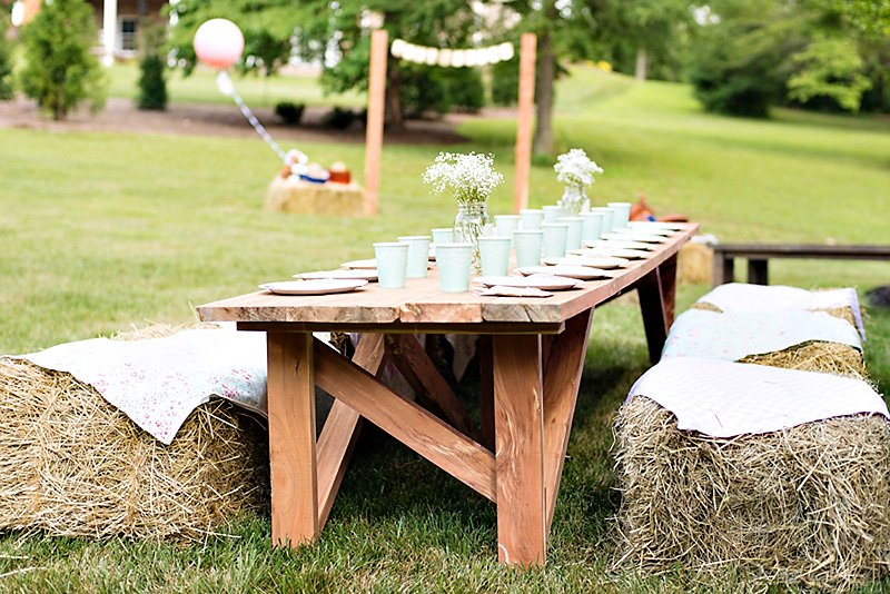 pony party kids table with hay bales