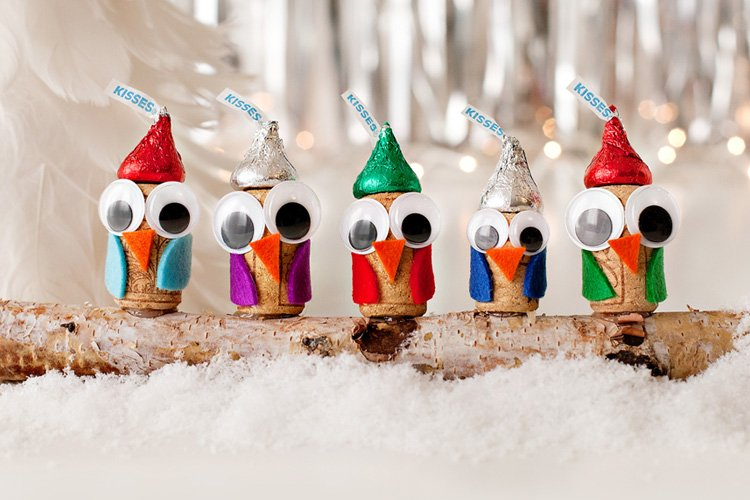 Cute Winter Holiday Craft: DIY Wine Cork Owls