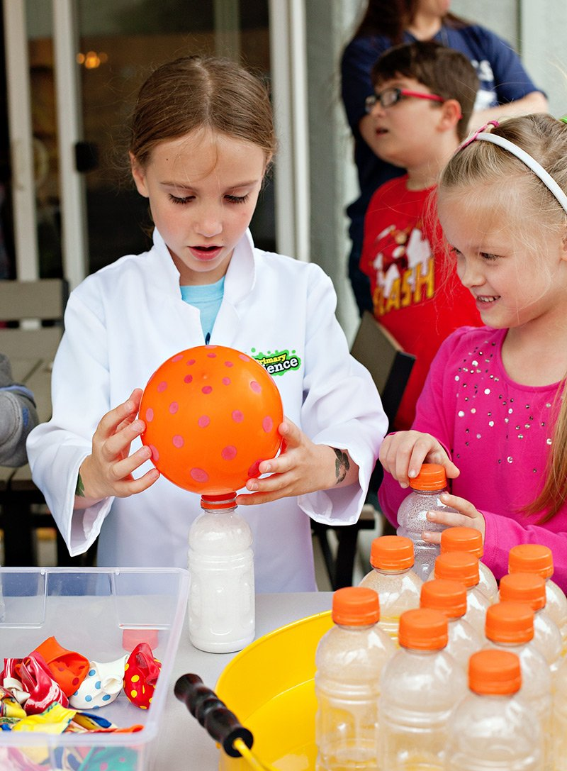 science party baking soda balloons
