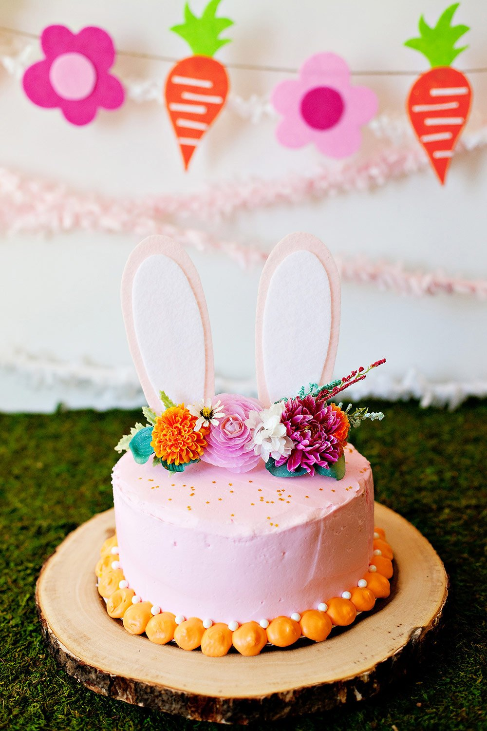 https://www.hwtm.com/wp-content/uploads/2019/11/diy-easter-bunny-cake-topper.jpg