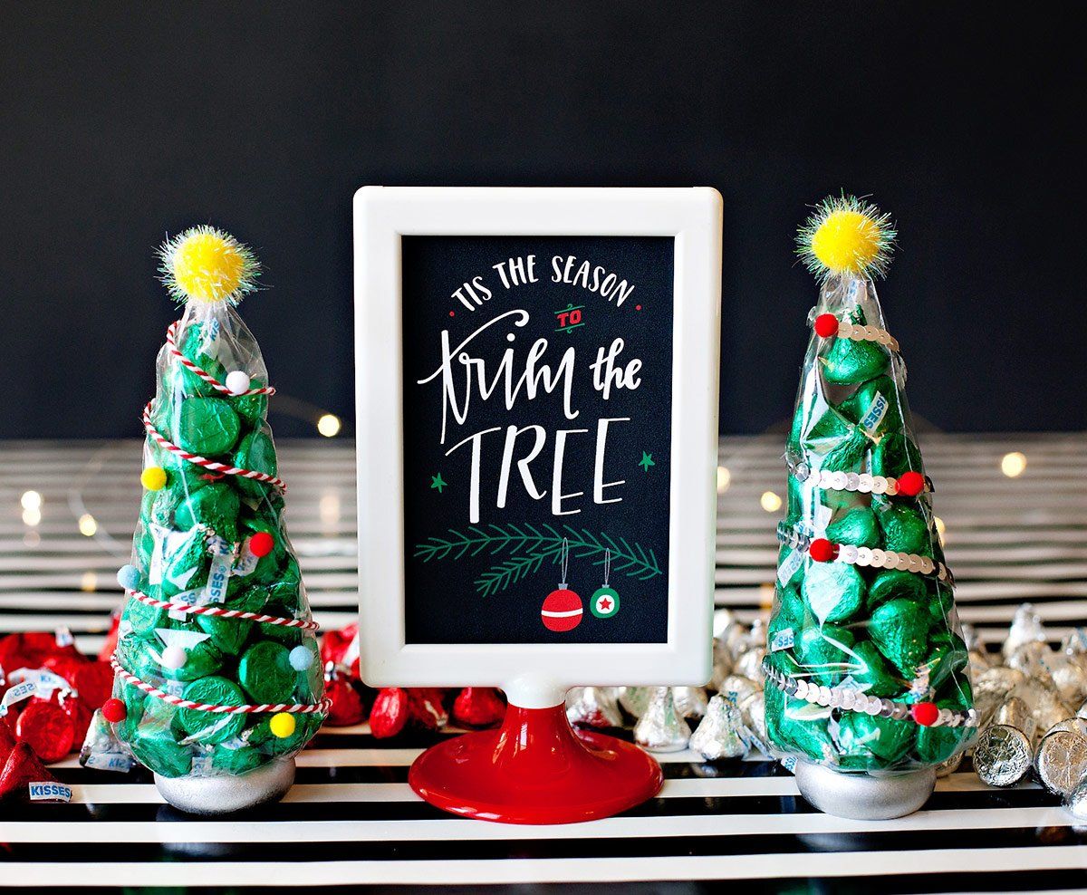 Holiday Free Printable - Trim the Tree