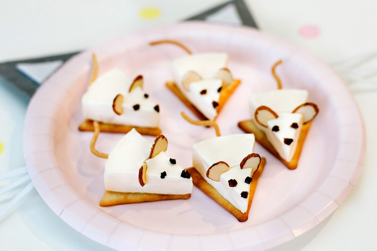 Cracker and Cheese Mice - Party Snack