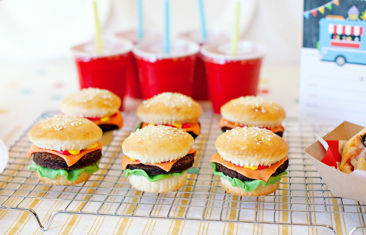 Cupcakes shaped like cheeseburgers