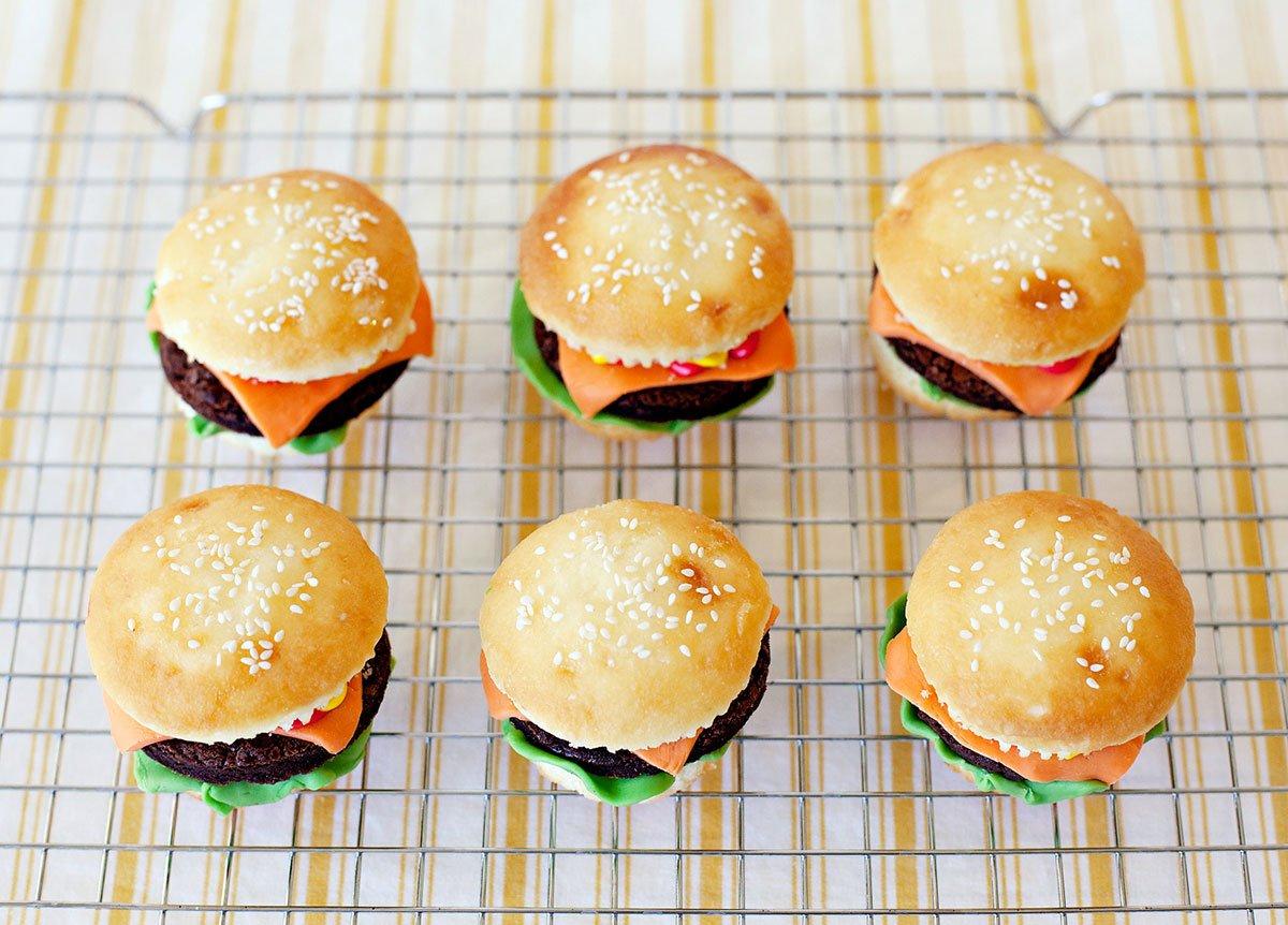 Sesame Bun Cheeseburger Cupcakes