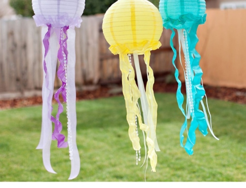 Pretty & Ruffled DIY Jellyfish Decorations