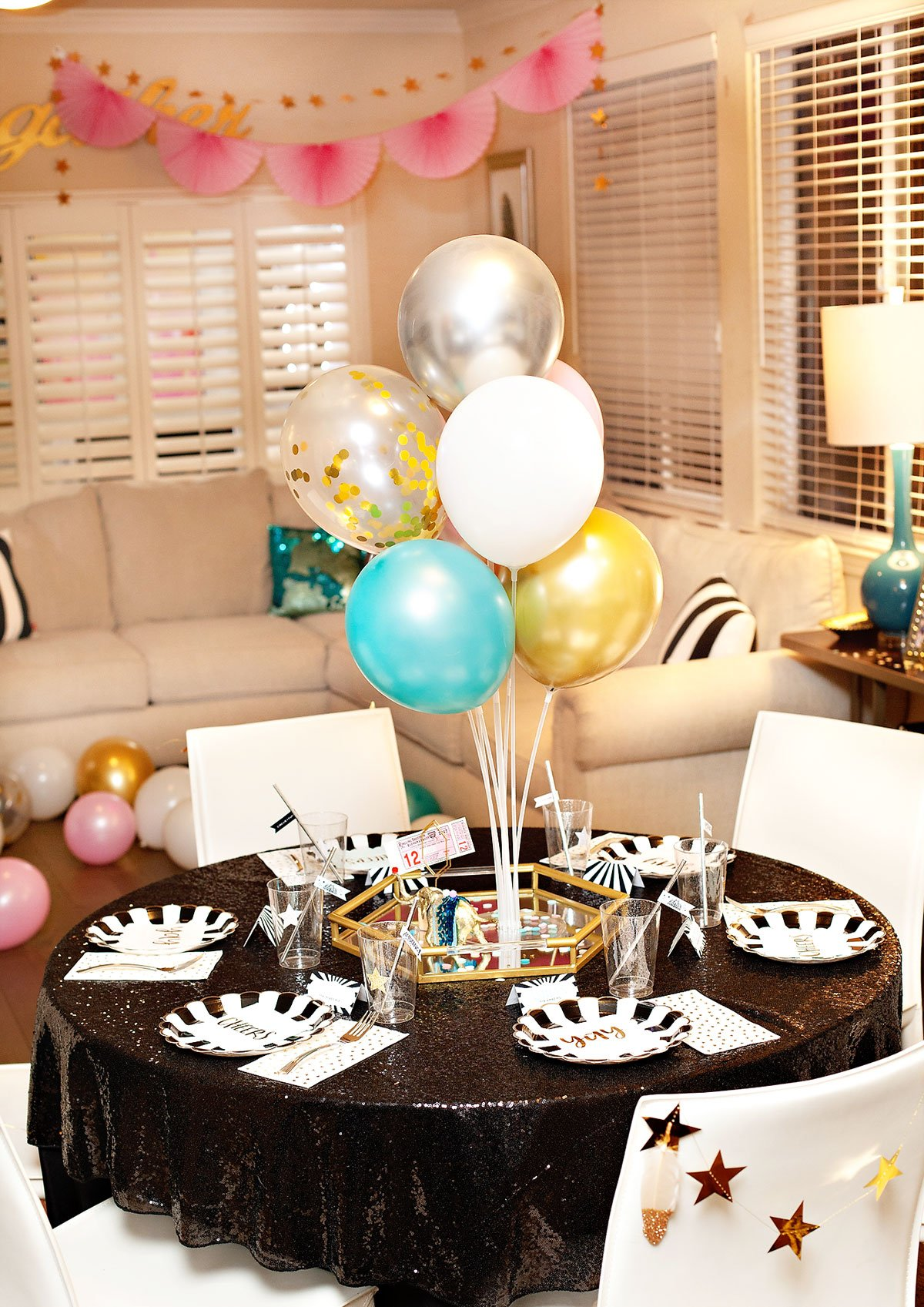 vintage circus party table with balloon centerpieces