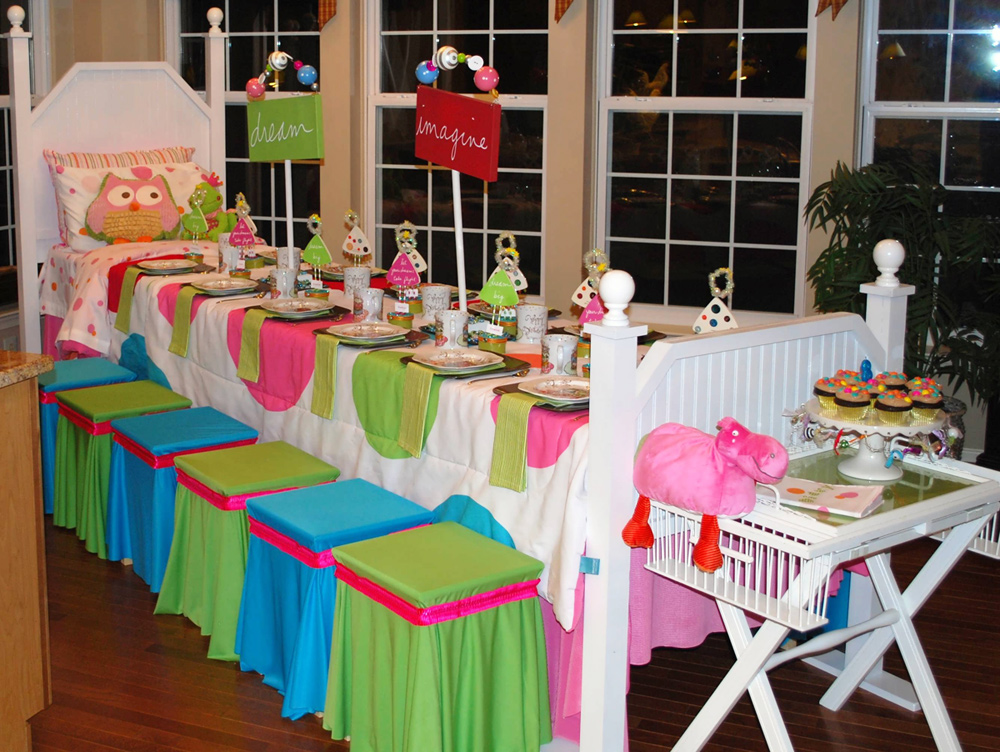 Night Owl Pajama Slumber Party Ideas & REAL PARTIES: Night Owl PJ Club Party // Hostess with the Mostess®